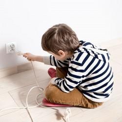 Möbel und Wohnung kindersicher gestalten