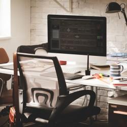 Kleine PC-Tische auf Rollen für ihr WG Zimmer