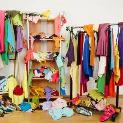 So räumen Sie ihren Kleiderschrank auf - 5 Tipps für mehr Ordnung